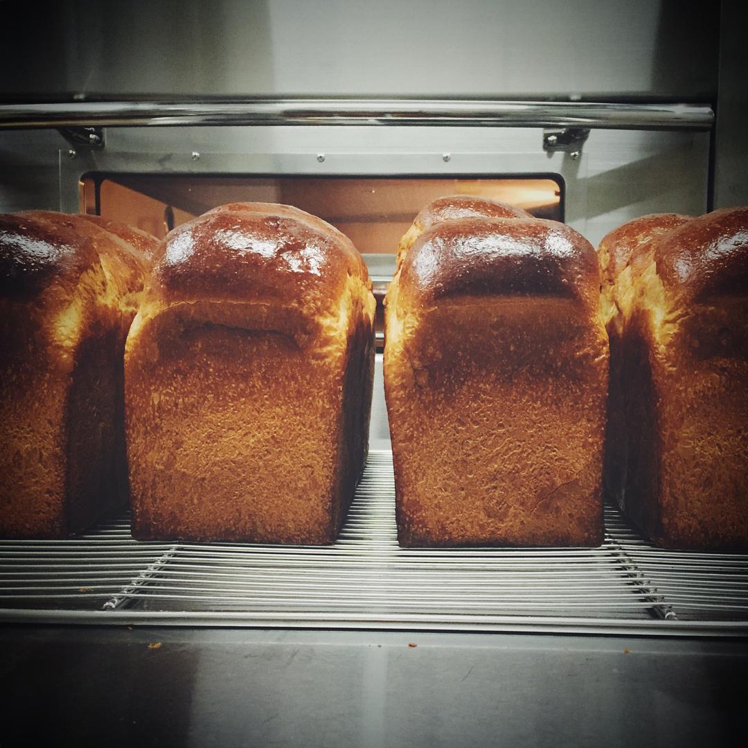 食パンの別角度   OPAN オパン 東京 笹塚のパン屋