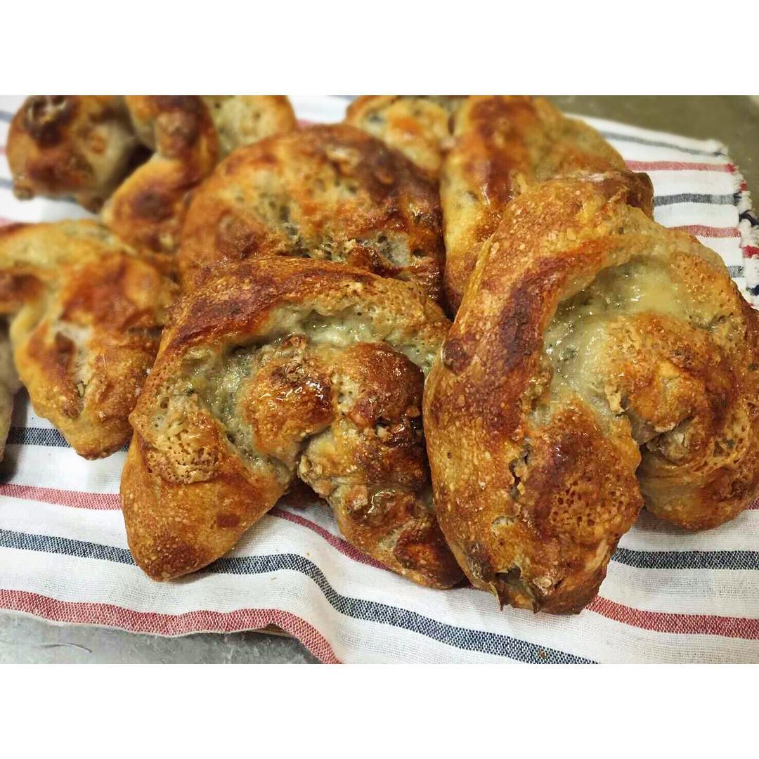 くるみとゴルゴンゾーラチーズのフランスパン | OPAN オパン|東京 笹塚のパン屋