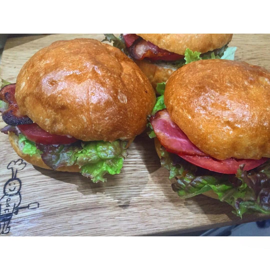 オパンのベーコンレタスバーガー | OPAN オパン|東京 笹塚のパン屋