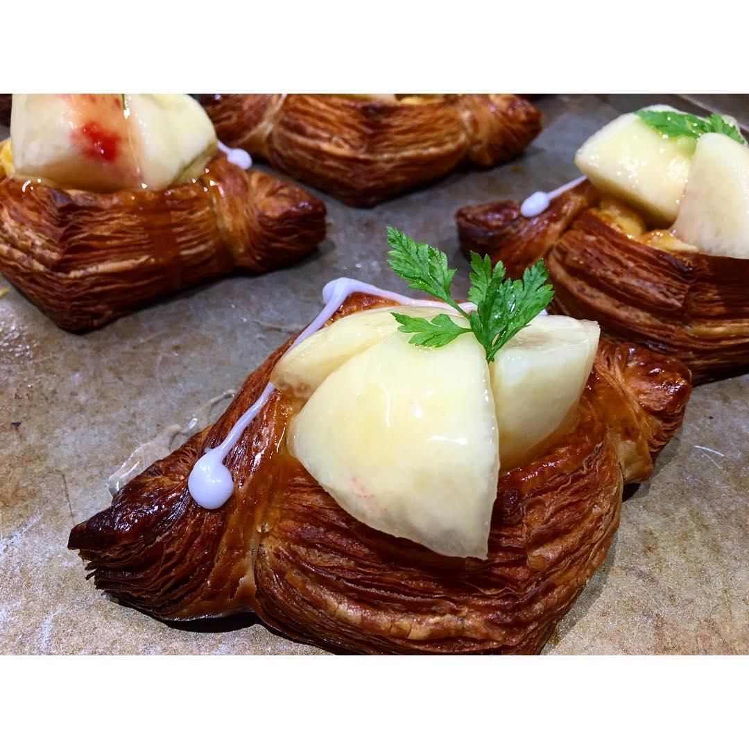 オパンの 桃のデニッシュ   OPAN オパン 東京 笹塚のパン屋