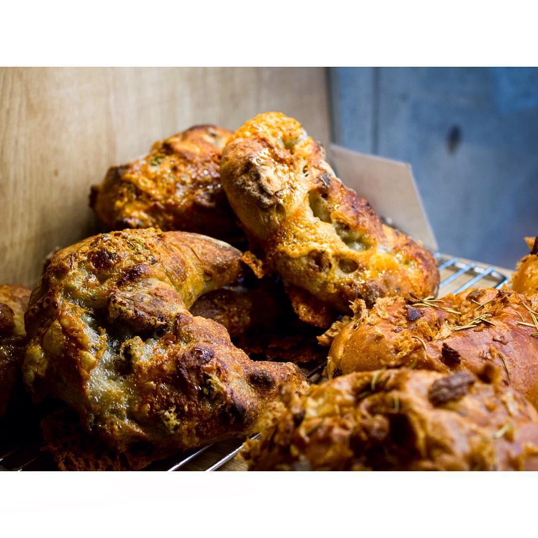 オパンのくるみとゴルゴンゾーラチーズのフランスパン(2016.11.08) | OPAN オパン|東京 笹塚のパン屋