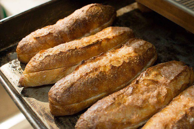 8時から焼き立てパンを豊富にご用意しております(2019.07.11)