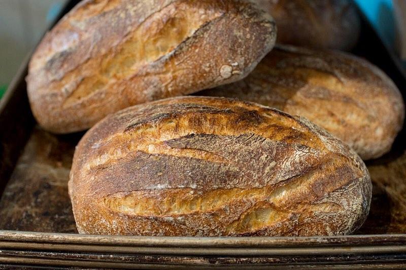 フリュイ、パン・ド・ロデヴ、くるみ入り田舎パンが焼き上がっております(2019.08.04)